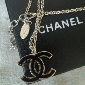 Authentic Chanel CC logo Necklace Open to Offers!